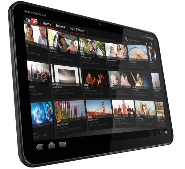 планшетник Motorola Xoom - первый в мире планшетный компьютер, получивший ОS Android 3.0 Hoheycomb, появился на западном рынке.    Планшет от Motorola обладает  новым интерфейсом, интерактивными виджетами и мощным процессором. По заявлениям разработчиков, планшет Motorola XOOM автономно работает 10 часов в режиме непрерывного воспроиведения видео и 8 часов непрерывного веб-серфинга через 3G. Это довольно неплохой показатель по сравнению с планшетом Samsung Galaxy Tab и Apple iPad 3G. Также планшет обладает двухъядерным процессором 1ГГц Tegra 2 и оперативной памятью в 1 Гб. На обратной стороне мобильного устройства расположены два мощных сереодинамика и 5-мегапиксельная камера с двойной светодиодной вспышкой. Цена на планшет Motorola XOOM установлена в размере 799 долларов США.